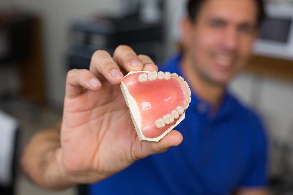protesis o implante dental